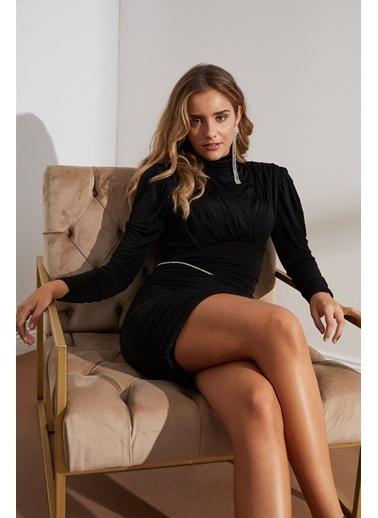 Setre  Balıkçıl Yaka Uzun Kol Zincir Kemerli Elbise Siyah